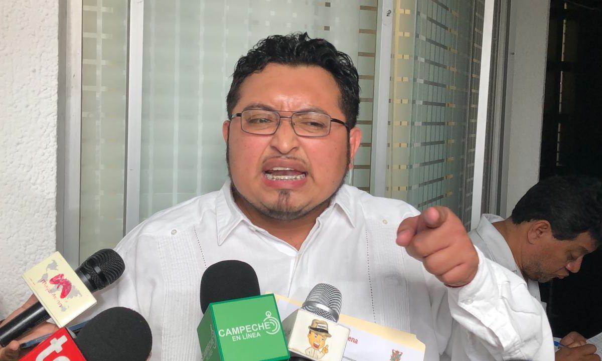 Hipocresía-Flores Pacheco: busca exentar pago de reemplacamiento