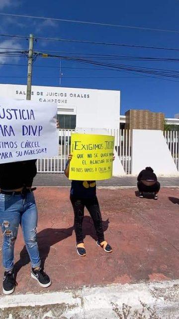 Protestan feministas por violación de derechos en Sala de Juicios Orales
